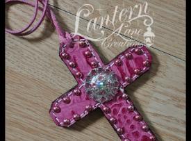 rose-croc-saddle-cross