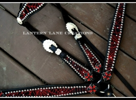 red-spiderweb-tack-set